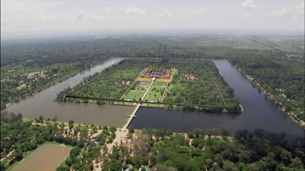 Name:  Angkor Wat panorama.jpg Views: 197 Size:  30.9 KB